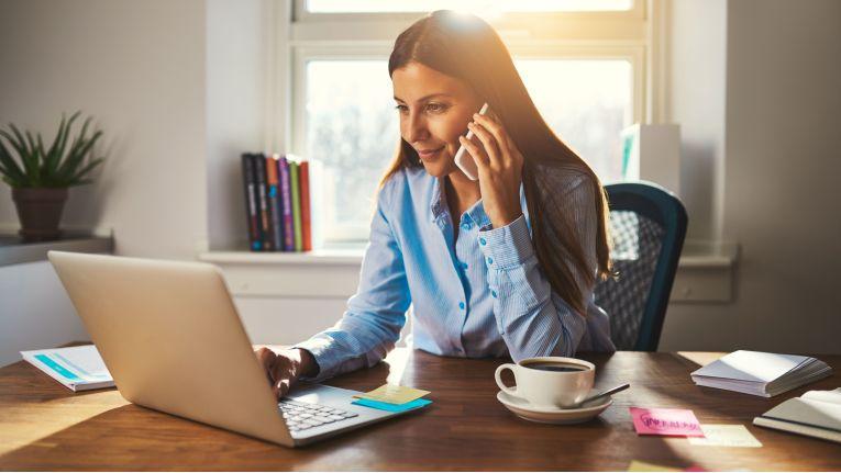 Ob ein häusliches Arbeitszimmer steuerlich abzugsfähig ist, hängt vom Umfang der Privatnutzung ab.