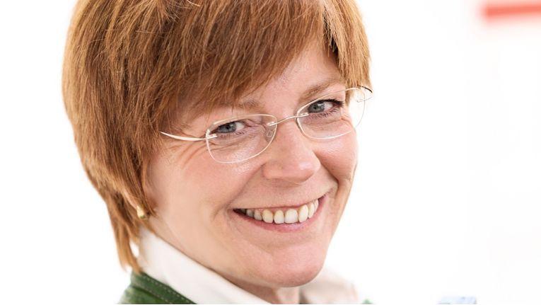 """""""Zu dem großen Geschäftserfolg im vergangenen Jahr trug neben unserem spezialisierten und engagierten Team vor allem auch unsere hohe Ausschreibungskompetenz bei"""", erklärt Barbara Weitzel, Vorstand der Rednet AG."""