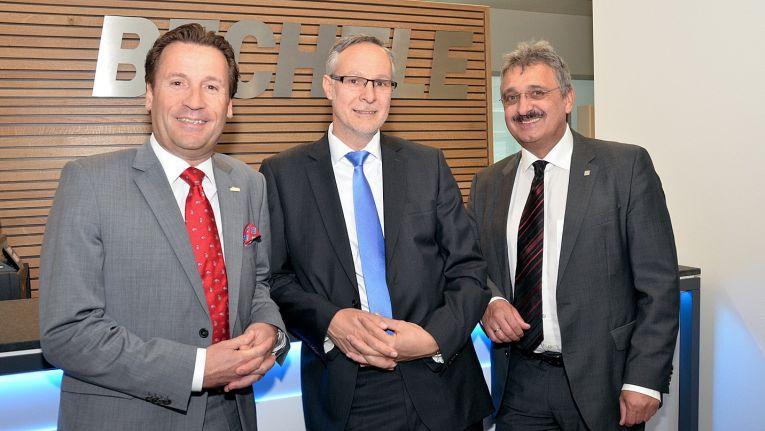 Von links sind Otmar Freidorfer und Martin Klock, Geschäftsführer der Ulbel & Freidorfer GmbH, sowie Robert Absenger, Geschäftsführer der Bechtle IT-Systemhaus Österreich, abgebildet.