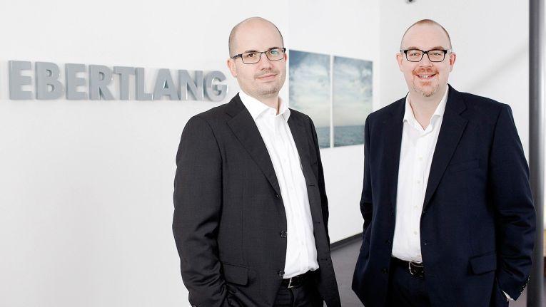 Die Beteiligung durch einen von Beyond Capital Partners betreuten Private Equity Fund schlägt ein neues Kapitel der Firmengeschichte von den Gründern von Ebertlang, Steffen Ebert (links) und Volker Lang, auf.