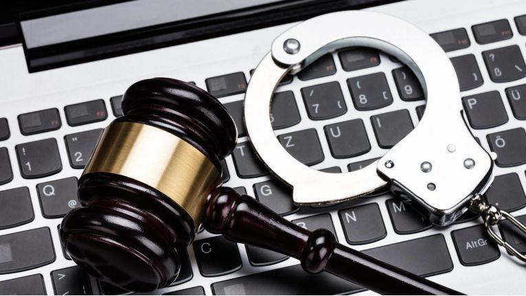 Zu fünfeinhalb Jahren Haft wurde ein Münchner verurteilt, der 430.000 Euro mit Fakeshops für Elektroartikel erwirtschaftete.