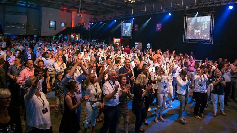 Nichts sollte bei der Geburtstagsfeier der Netgo GmbH gewöhnlich sein, die mit vielen Show-Acts ihre Gäste begeisterte.