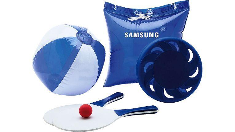 Passend zur Sommerzeit stattet Brodos zusammen mit Telefónica und Samsung seine Händler mit einem blauen Sommer-Set für dessen Endkunden aus.