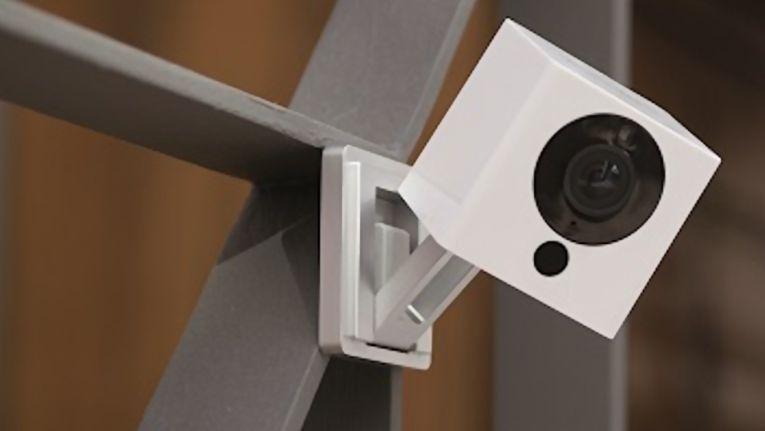 Die funktionsreiche WLAN-Kamera liefert Bilder in Full-HD 1080p und kann als Stand-alone-Lösung oder eingebunden im Sicherheitssystem von iSmartAlarm betrieben werden.