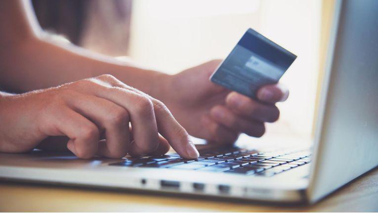 Mit den neuen Regelungen will die EU das Vertrauen der Bürger in den E-Commerce stärken.