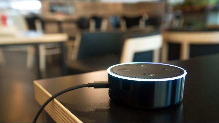 Sicherheitslücke in älteren Echo-Modellen entdeckt. Nicht gefährdet sind Echo Dot und das 2017er-Modell.