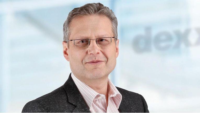 Hans-Jürgen Schneider, Vertriebsleiter bei Dexxit, freut sich über die Erweiterung des Portfolios mit den Herstellern Adata und PhotoFast.
