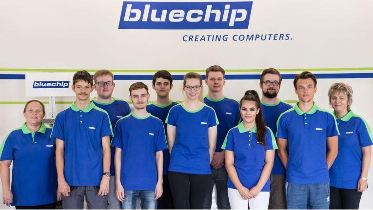 Wer sagt eigentlich, dass der Ernst des Lebens keinen Spaß machen kann? Zehn junge Menschen freuen sich hier auf die nächsten drei Jahre Ausbildung bei Bluechip.