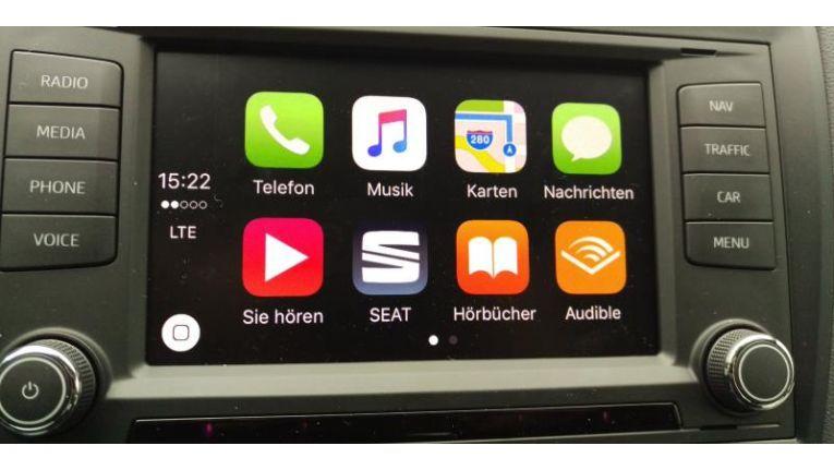 Der Startbildschirm zeigt immer die Icons von acht Apps. Sofern mehr als acht Carplay-kompatible Apps auf dem iPhone installiert sind, gibt es auch noch eine zweite Seite, wie es hier im Seat Ibiza der Fall ist.