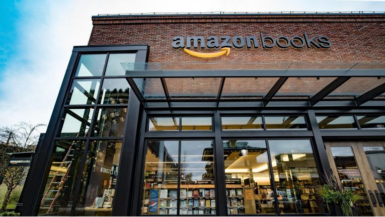Amazon Shops soll es schon bald in Deutschland geben. In den USA betreibt der Online-Einzelhändler bereits zwölf stationäre Bücherläden.