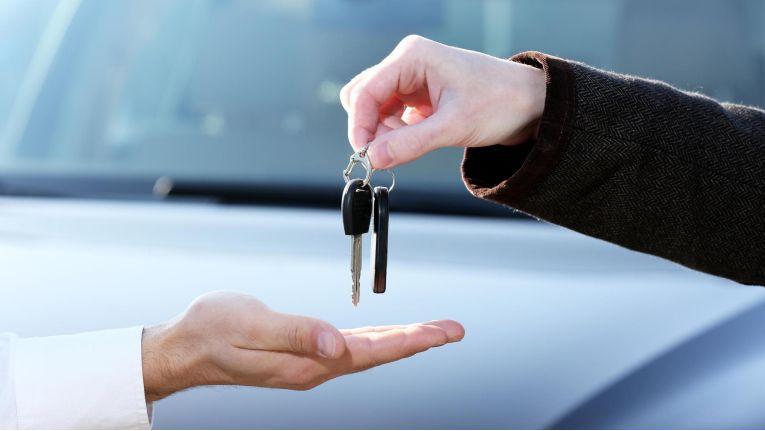 Ein Autokäufer hat nach eineinhalb Jahren sein Fahrzeug zurückgegeben und seinen Darlehensvertrag widerrufen.