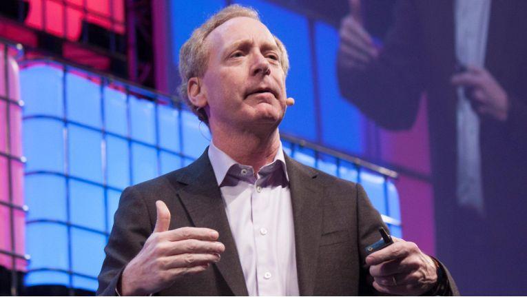 Microsoft-Chefjustiziar Brad Smith sieht viele Gefahren im IoT. Die Lösung soll ein neuartiger Chip bieten.