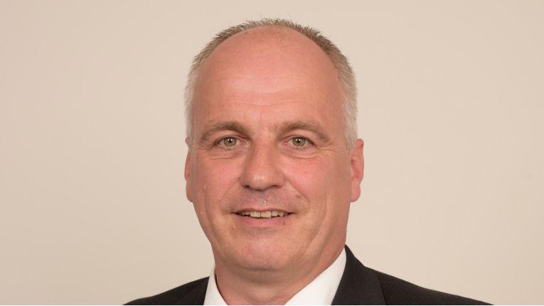 """""""Die nötigen Funktionen ergeben sich immer aus ihrem Nutzen für das Unternehmen."""" Frank Kirsch, Head of Midmarket Solutions Germany bei Avaya"""