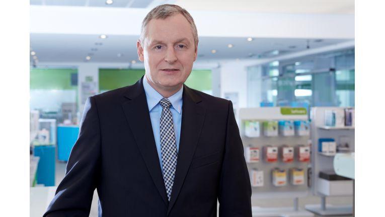 Jochen Otterbach ist Mitglied der Geschäftsführung von Mobilcom-Debitel und von Gravis