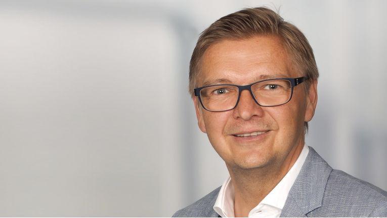 ''Die Verlagerung des Hardware-Geschäftes, weg vom stationären Handel hin zum Onlinehandel, wird sich fortsetzen'', Michael Christlmaier, Vertriebsleiter für Central Europe bei der Ecom Electronic Components Trading GmbH.