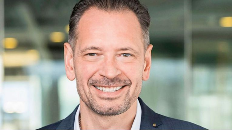 Dirk Peters, COO von Datagroup SE, freut sich über die verbesserte Servicequalität und das Ranking der allgemeinen Kundenzufriedenheit in der jüngsten IT-Outsourcing-Studie von Whitelane und Navisco.