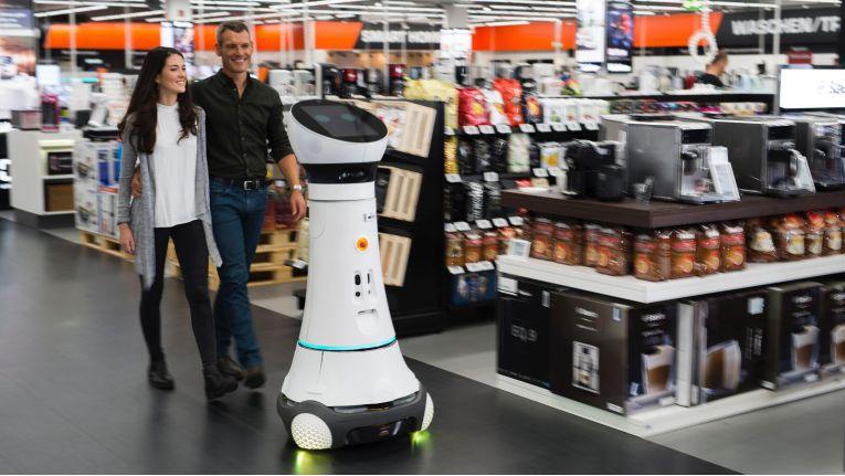 Im Saturn Ingolstadt berät Roboter Paul seit November 2016 Kunden.