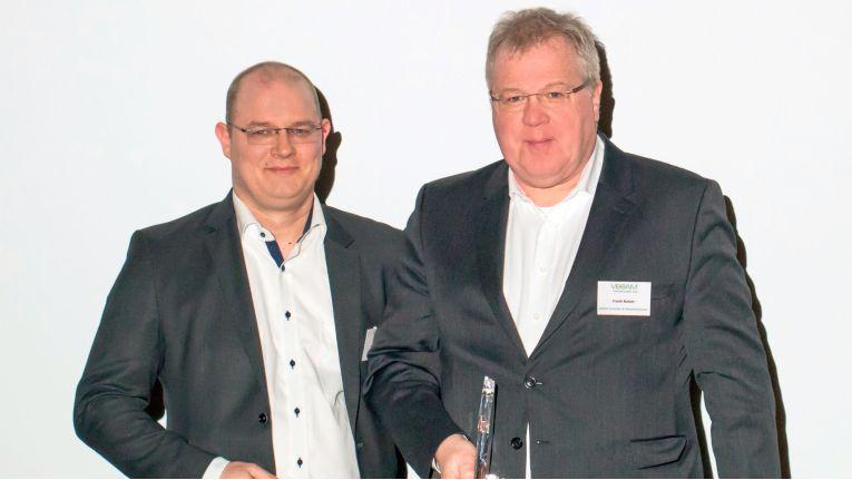 Best SMB Partner of the Year ist 2018 die Netline GmbH aus Göttingen. Der Veeam Gold ProPartner hat sich die Auszeichnung, die der kaufmännische Geschäftsführer Frank Kaiser (rechts) entgegennahm, durch das erhebliche Geschäftsvolumen bei kleinen und mittelgroßen Kunden sowie das tiefgreifende technische Know-how verdient, erklärte Michael Gerich, Director Channels Central EMEA bei Veeam (links im Bild).
