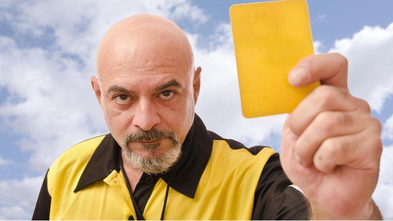 Es gibt viele Vorgaben, die Website- und Shopbetreiber einhalten müssen, um gesetzeskonforme Geschäfte zu tätigen. Die gelbe Karte in Form einer Unterlassungserklärung kann schnell ins Haus flattern.