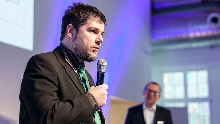 In dem ChannelPartnerWebinar führt Ihnen Mike Ritter außerdem die von Kaspersky Lab angebotenen Security-Awareness-Services vor und erklärt alles zum Einsatz und Vertrieb der zugehörigen Plattform.