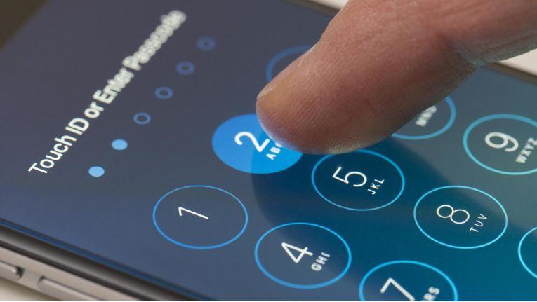 Bei einer sechsstelligen Zahlenfolge kann das Knacken des Passcodes mit Hilfe von GreyKey zwischen zwei Stunden und drei Tagen dauern.