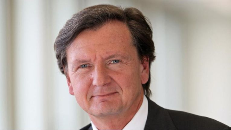 Winfried Holz verantwortete von November 2008 bis Juli 2011 das Geschäft von Atos Origin in Deutschland und der der Region CEMA. Seit der Umfirmierung im Juli 2011 leitete er Atos Deutschland als Chief Executive Officer (CEO).