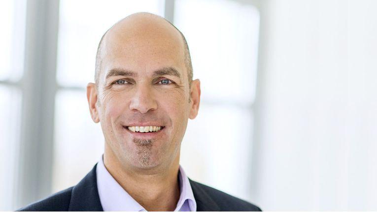 """""""In einem so wettbewerbsintensiven Umfeld wissen wir, dass die Investition in unser Partnernetzwerk der beste Weg ist, um unseren Kunden, Partnern und auch unserem eigenen Geschäft eine hohe Rendite zu liefern"""", sagt Kosmas Steinke, IT Channel Sales Manager bei Eaton."""