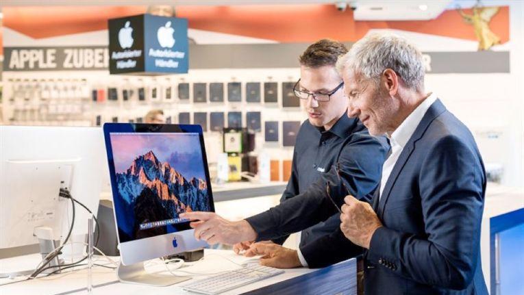 In drei Warenhäuser soll die Kooperation von Cyberport und Kaufhof starten, doch bieten sich mittelfristig 96 Filialen als Shop-in-Shop-Standorte an