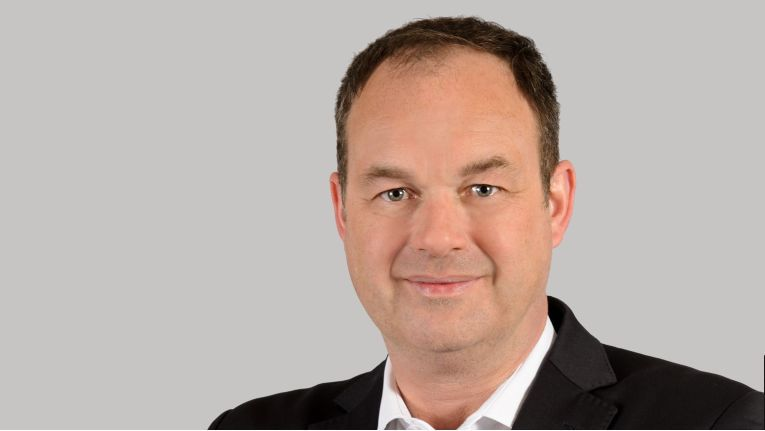 """""""Softwarebasierter Storage bietet eine hochgradig skalierbare Lösung zur Speicherung ständig wachsender Datenmengen, die gleichzeitig die Storage-Kosten im Rechenzentrum deutlich senkt"""", so Michael Jonas, Partner Executive Manager Storage bei Suse in Deutschland."""