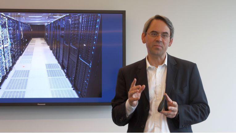 Florian Indriksons, Manager EMEA Executive Briefing & Innovation Center bei Lenovo, kann Kunden und Partnern in Stuttgart derzeit 80 Racks mit rund 700 Servern, 90 Storage-Einheiten und 150 Switches zeigen und zur Verfügung stellen.