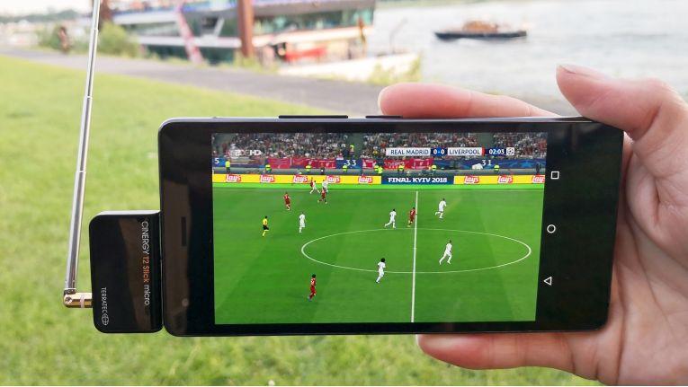 Zumindest in Ballungsgebieten können Fußballfans die WM-Spiele mobil über DVB-T2 verfolgen.