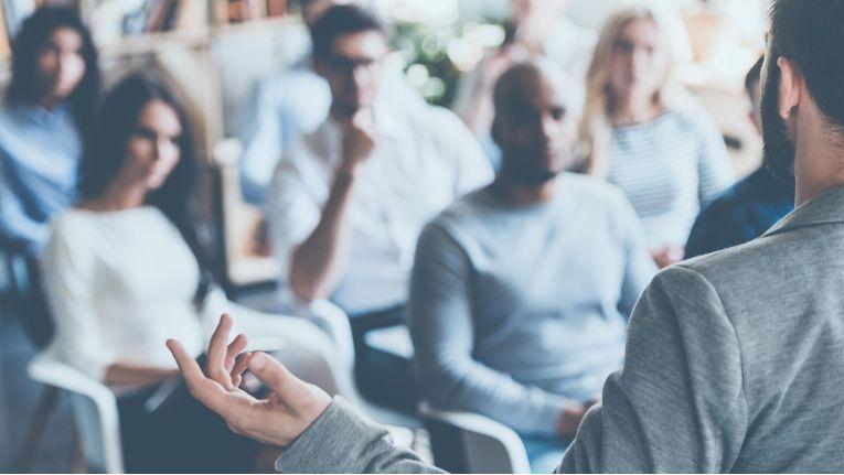 Während der zweitägigen Veranstaltung stellen zahlreiche Referenten Konzepte und Strategien vor, wie das Shopfloor Management in Unternehmen eingeführt und verankert werden kann.