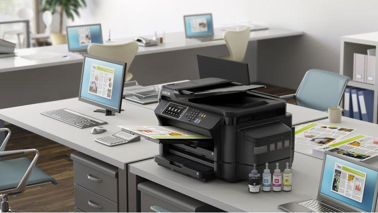 Auch in Büroumgebungen mit vielen Arbeitsplätzen kann der Einsatz von Arbeitsplatzdrucker sinnvoll sein.