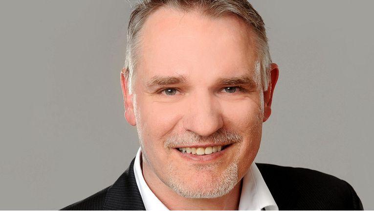 Erich Sumner, Account Manager B2B bei ViewSonic, hat Vertriebserfahrungen von Hersteller- und Distributionsseite.