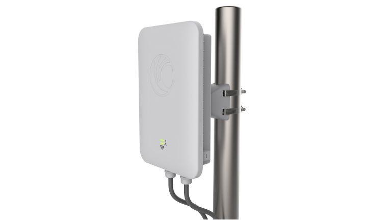 Der WLAN Outdoor Access Point E501S von Cambium Networks unterstützt bis zu 256 Client-Verbindungen und 16 SSIDs.