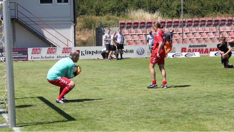 Nicht zuletzt durch die starke Torwartleistung des Vorstands Sven Buchheim konnte sich Bluechip beim Mitteldeutschen Firmencup bis ins Finale spielen.