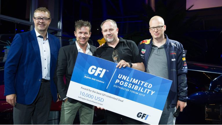 Jörg Hoffmann (zweiter von rechts), Senior Product Marketing Manager bei Infinigate, nimmt den GFI-Unlimited-Preis in Salzburg entgegen.