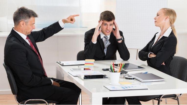 Fähiges IT-Personal ist begehrt. Abwerbeversuche wird es unweigerlich geben. Das falsche Verhalten der Führungsebene kann wesentlich dazu beitragen, dass die erfolgreich verlaufen.