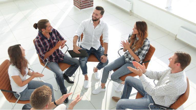 Teams, die sich selbst organisieren können und eigenverantwortlich arbeiten, sind für ein Unternehmen von großer Bedeutung.