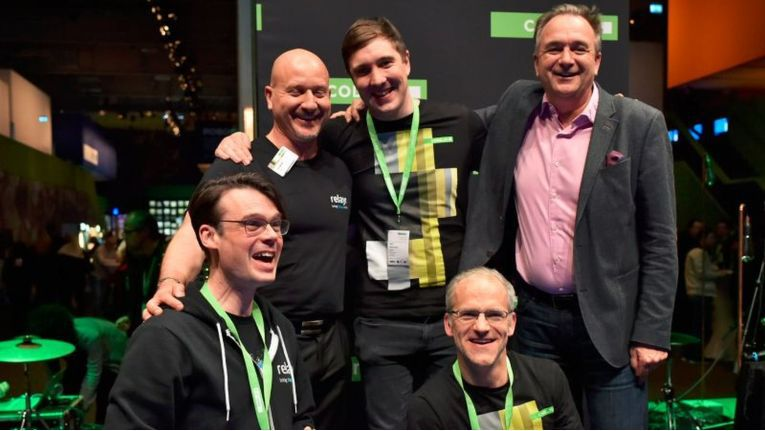 Das damals noch überschaubare Relayr-Team auf der CeBIT 2015, in der hinteren Reihe ganz rechts Gründer Harald Zapp.