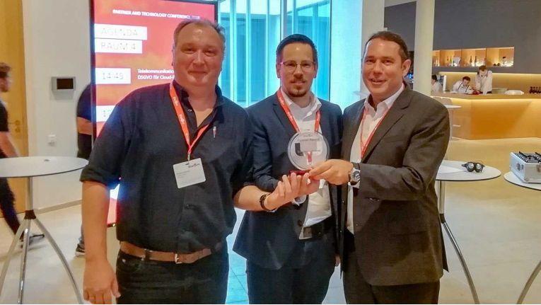 Freuen sich über den Swyx Excellence Partner Award (v.l.n.r.:): Michael Dustmann (Technischer Leiter Swyx Devision Netgo), Simon Wanning (Product Manager Swyx Devision Netgo) und Patrick Kruse (Geschäftsführer Netgo).