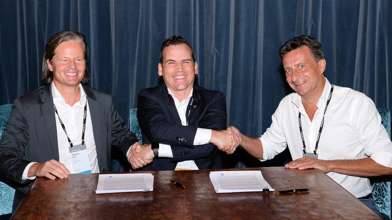 Mitte September 2018 agierte Comparex noch eigenständig: Hier bei der Unterzeichnung des globalen Vertriebsabkomens mit Snow Software (v.l.n.r.) Dr. Thomas Reich, CEO von Comparex, Axel Kling, CEO von Snow, und Marc Betgem, CSO von Comparex.