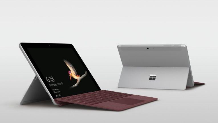 Mit eingebautem Standfuß und zusätzlicher Tastatur wird das Surface Go zum Arbeitsgerät für unterwegs.