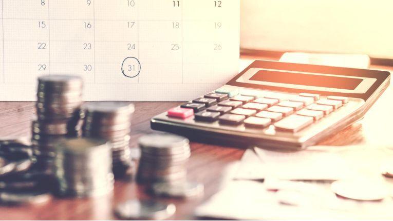 Die Frage, ob Bar- oder Sachlohn vorliegt, ist für die Freigrenze des § 8 Abs. 2 Satz 11 des Einkommensteuergesetzes (EStG) erheblich.