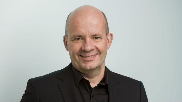 """""""Die Einnahmen von Microsoft werden zukünftig aus der Bereitstellung von Cloud-Diensten und weniger aus dem Verkauf von Betriebssystem-Lizenzen stammen Und für Cloud-Dienste ist Linux nun einmal das Betriebssystem der Wahl"""", kommentiert Rafael Laguna, CEO von Open-Xchange."""
