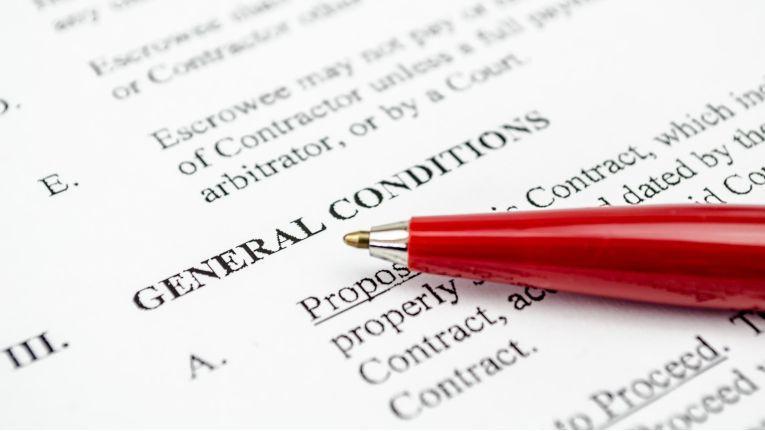 Dem Generalunternehmer in Bauprojekten stehen in einschlägigen Formularsammlungen und Datenbanken Musterverträge und Gestaltungshilfen zur Verfügung. Der Generalunternehmer in IT-Projekten ist in der juristischen Literatur verhältnismäßig stiefmütterlich behandelt.