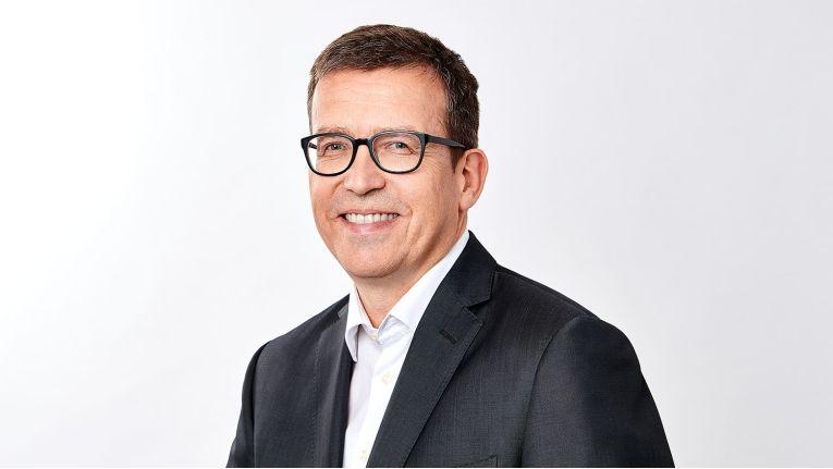 """Wir sind nach wie vor auf Wachstumskurs und planen weitere Zukäufe, sowohl um unsere Reichweite in Europa auszubauen als auch um unser Lösungsspektrum zu erweitern"""", Dr. Ralf Ebbinghaus, CEO von Swyx Solutions."""