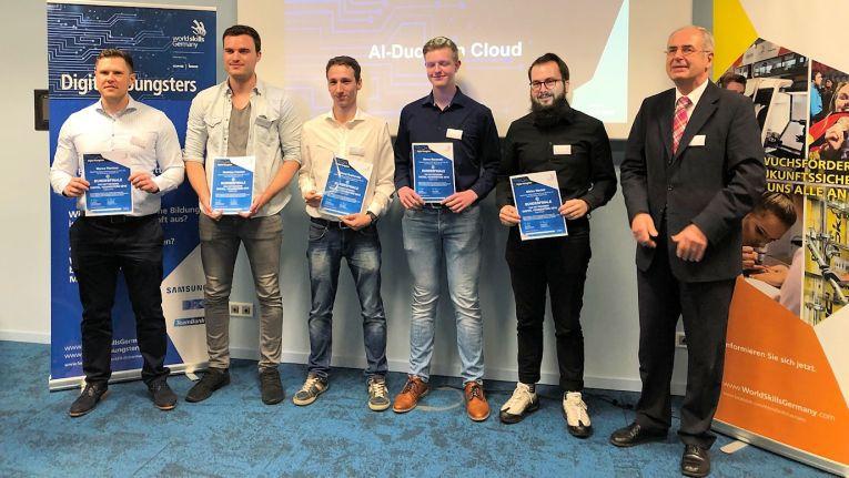 Das Sieger-Team der Cancom-Azubis: (von links) Marco Plentner, Matthias Frechen, Aleksey Grabovsky, Marco Murawski und Niklas Werker. Es fehlen Rojwer Sulaiman und Andosan Sureshkumar.