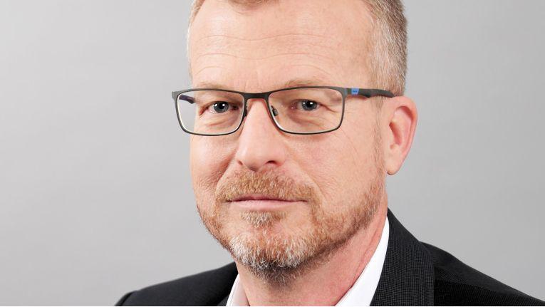Helmut Schmidpeter setzt seine 30 Jahre IT-Erfahrung seit 2018 bei Datacenter One ein und ist nun Leiter Operations in der Geschäftsführung.