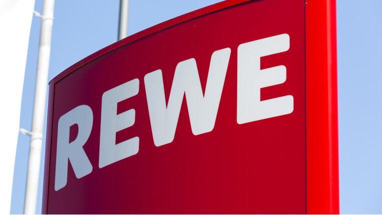 Rewe stellt sich auf wachsende Bedeutung des Onlinehandels mit Lebensmitteln ein.